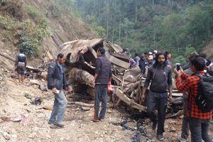 В Непале автобус рухнул в пропасть: 26 погибших