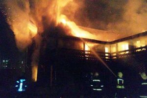 Масштабный пожар в Киеве: пылающее здание тушили больше двух часов