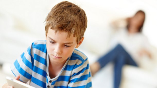 Родителям советуют внимательней следить за тем, что дети делают в интернете. Фото: Slavic Family
