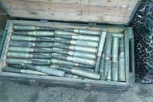 На Донбассе СБУ обнаружила в заброшенном доме большой тайник с боеприпасами