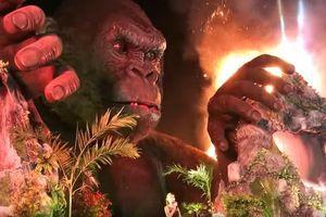 На премьере фильма про Кинг-Конга случайно сожгли его пятиметровую статую
