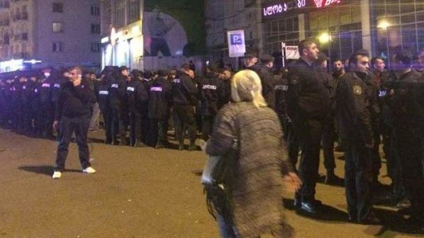 Спецназ вБатуми применил слезоточивый газ для разгона протестующих