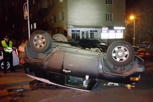 В Киеве Citroen опрокинул на крышу Toyota с водителем и котом