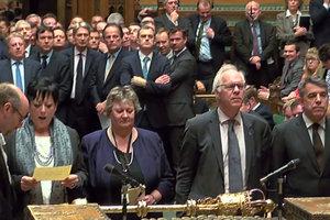 Парламент Британии одобрил закон о старте Brexit
