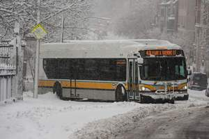 Из-за снегопада в Квебеке столкнулись 50 автомобилей