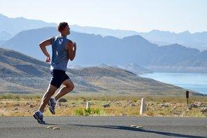 Как начать бегать по утрам: практические советы тренера по триатлону