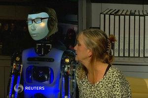 В Лондоне идет спектакль с роботом в главной роли