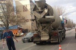 В Одессе мужчина попал под колеса грузовика