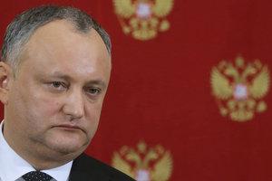 Додон заявил, что готов повесить портрет Путина в своем рабочем кабинете