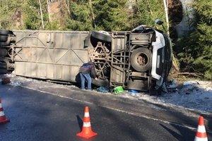 В РФ перевернулся автобус с туристами, есть погибшие