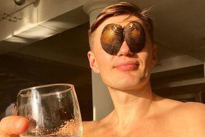 Экс-игрок сборной Украины шокировал подписчиков, сфотографировавшись голым на унитазе