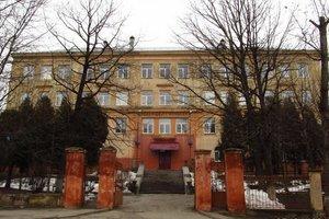 ЧП во львовской школе: обвалилась бетонная балка