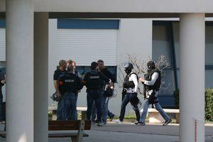 При вооруженном нападении на лицей во Франции ранены восемь человек