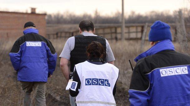 Над головами просвистела пуля: миссия ОБСЕ наДонбассе угодила под обстрел