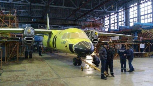 Отпокраски дозапуска моторов. размещено новое видео украинского самолета Ан-132D