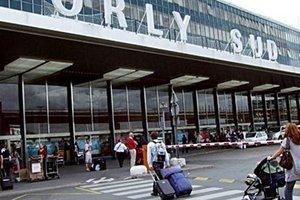 Аэропорт в Париже возобновил работу