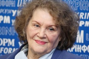 День рождения Лины Костенко: Порошенко и Гройсман поздравили поэтессу