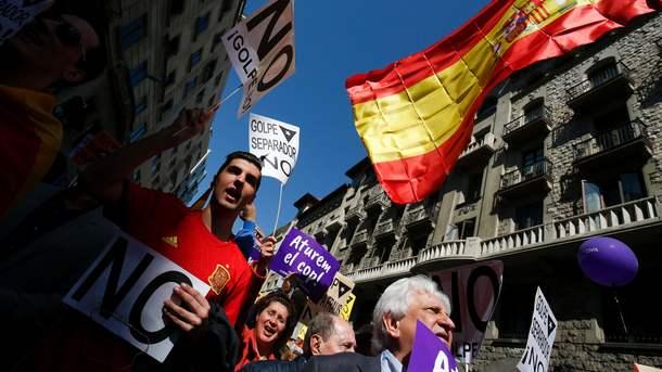 ВБарселоне тысячи людей вышли наулицы против «сепаратистского переворота»