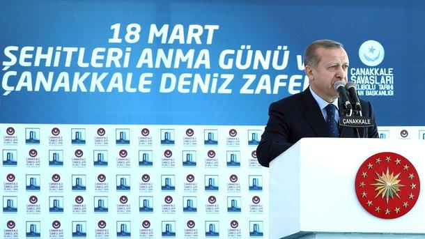 Турецкая газета изобразила Меркель вобразе Гитлера