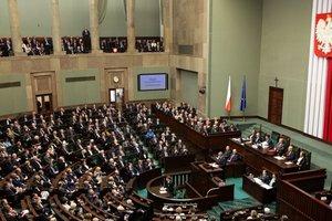 """В МИД Польши назвали Крым """"неформальной зоной беззакония"""""""