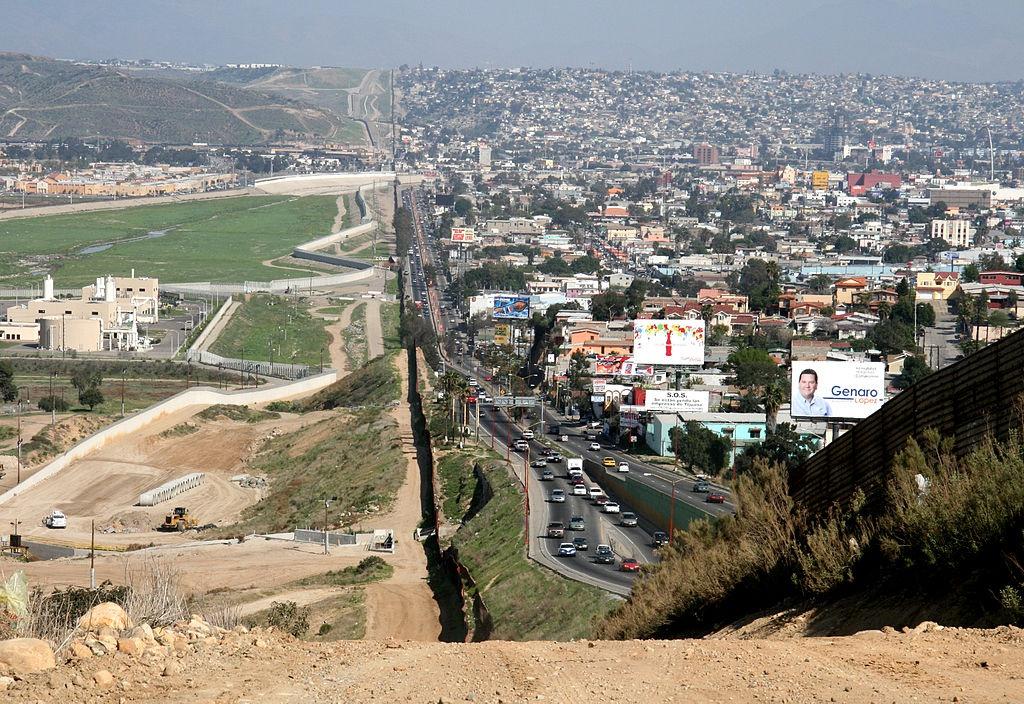 1024px-border_mexico_usa