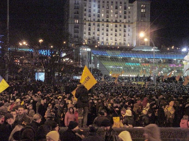 kiev_independence_square_orange_revolution_22-11-2004_01