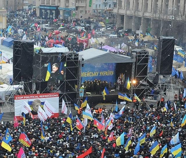 petro_poroshenko_addresses_euromaidan