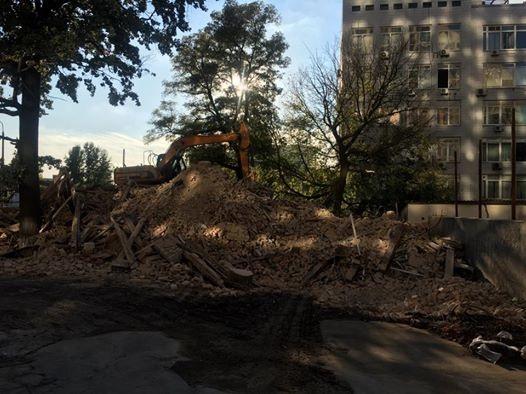 ВКиеве снесли исторический дом сромашками