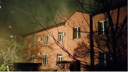 ВКиеве горело 2-этажное административное строение
