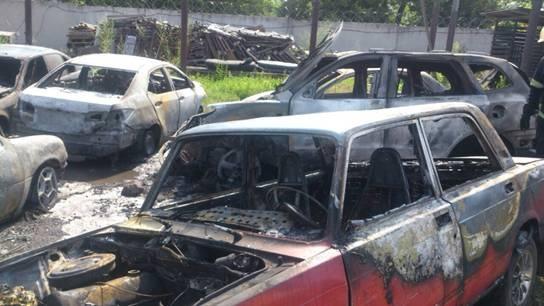 Под Киевом на штрафплощадке сгорело 6 машин (ФОТО)