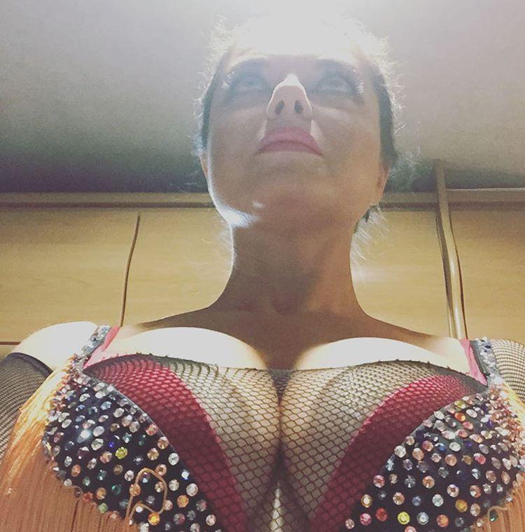 Пышная грудь фото крупным планом фото 633-548