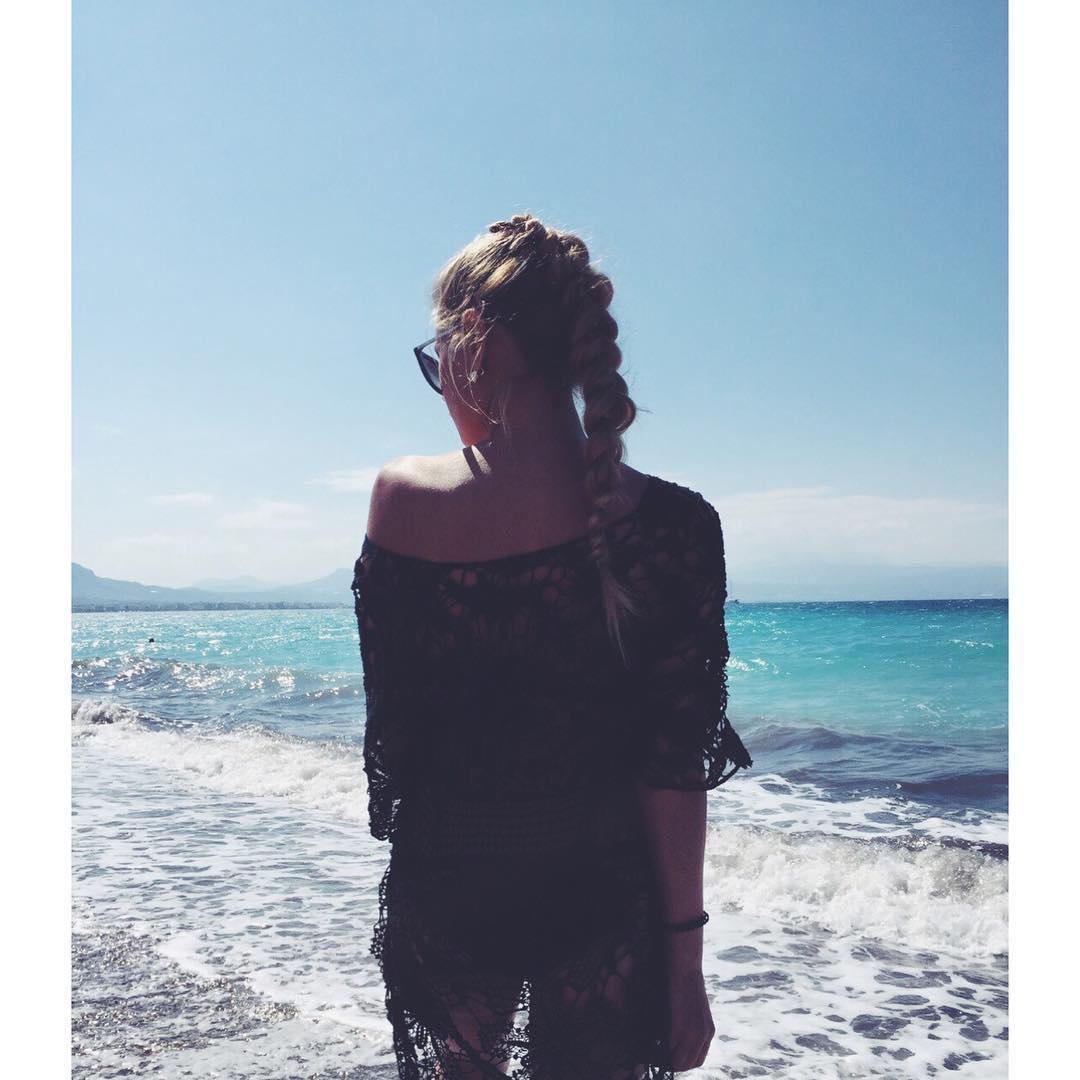 С подружкой на море 15 фотография