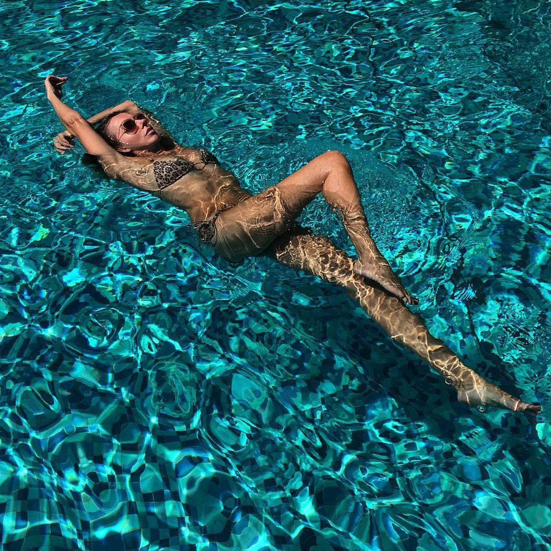 Фото жены в бассейне 5 фотография
