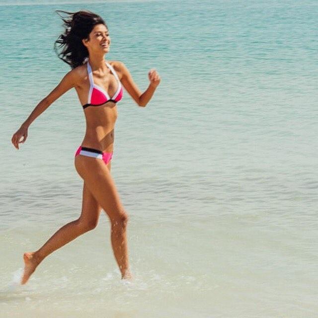 Лучшие актрисы в купальниках 17 видео  XCADRCOM