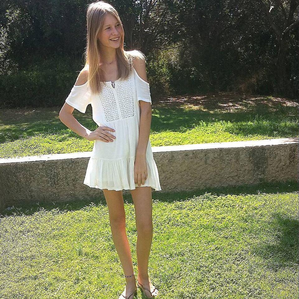 Выпить фото девушки в прозрачных платьях любительское видео девушек