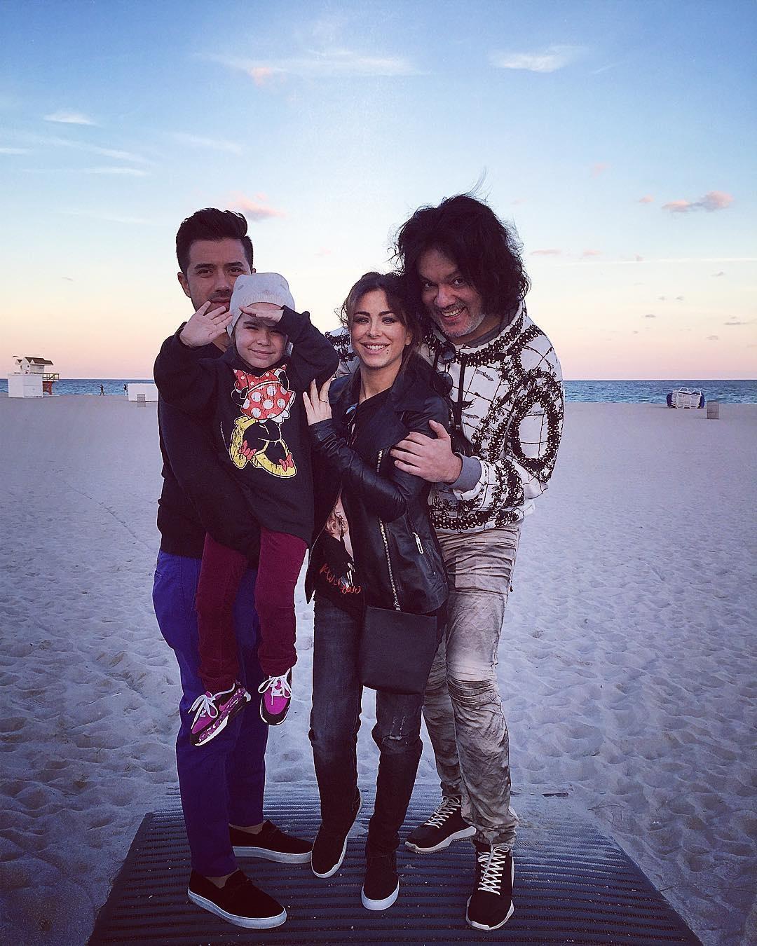 Семьями на пляже 2 фотография