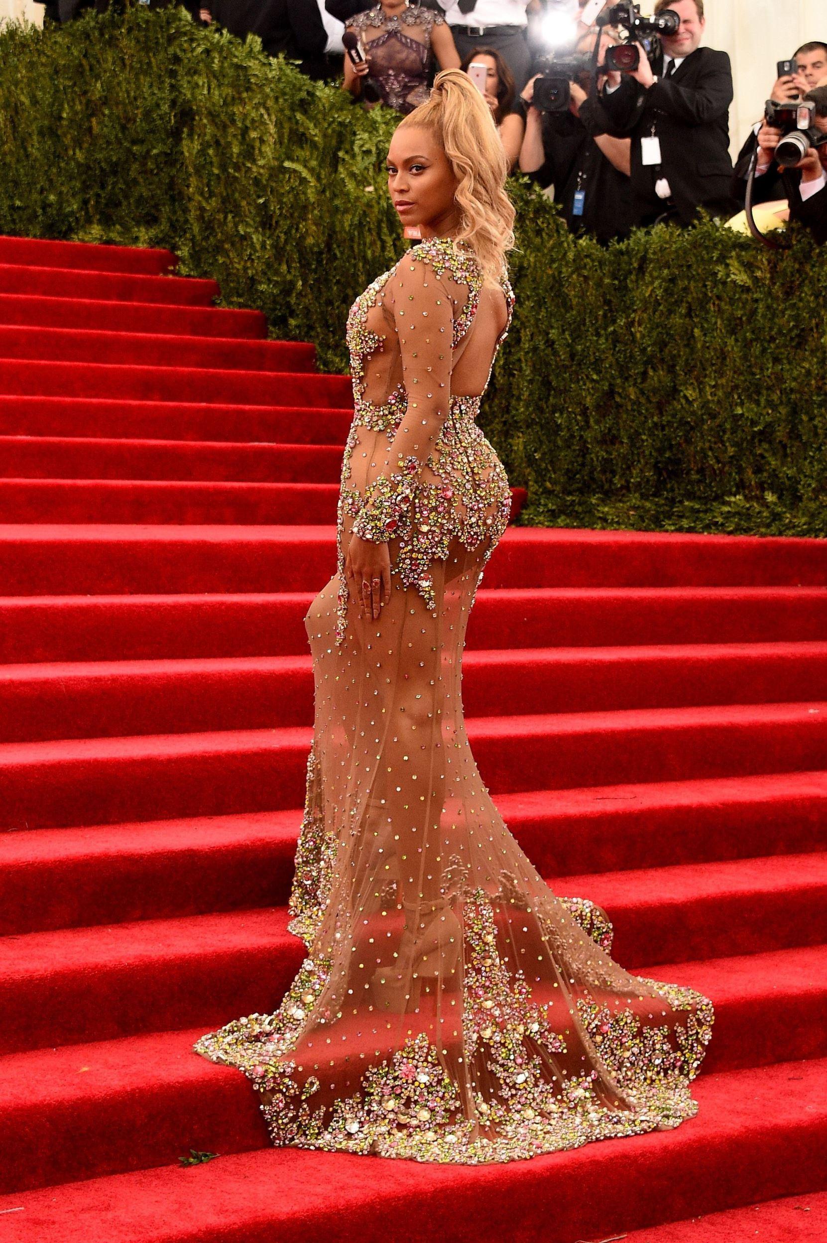 Легкомысленная платье