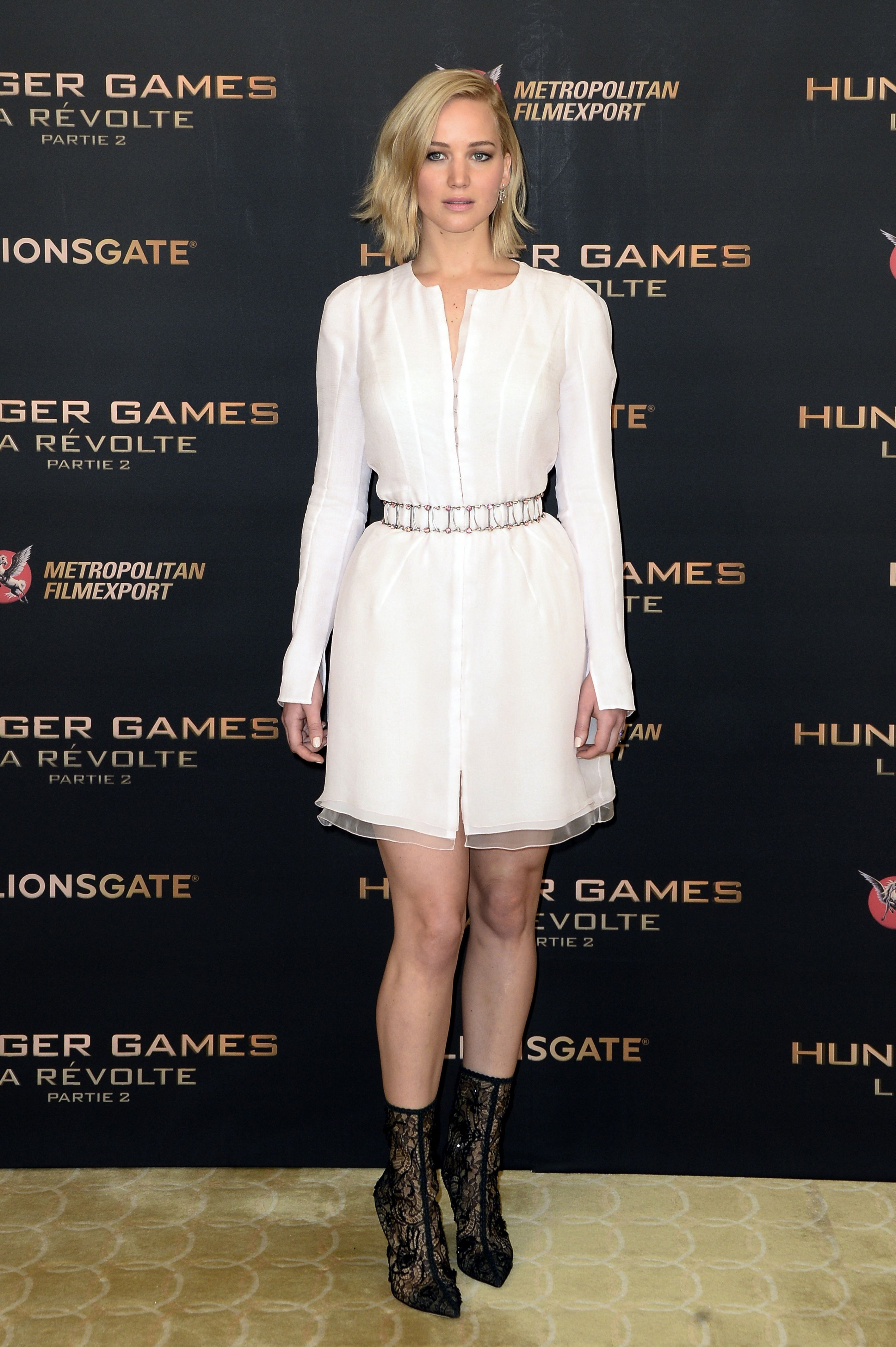 jennifer_lawrence_poses_during