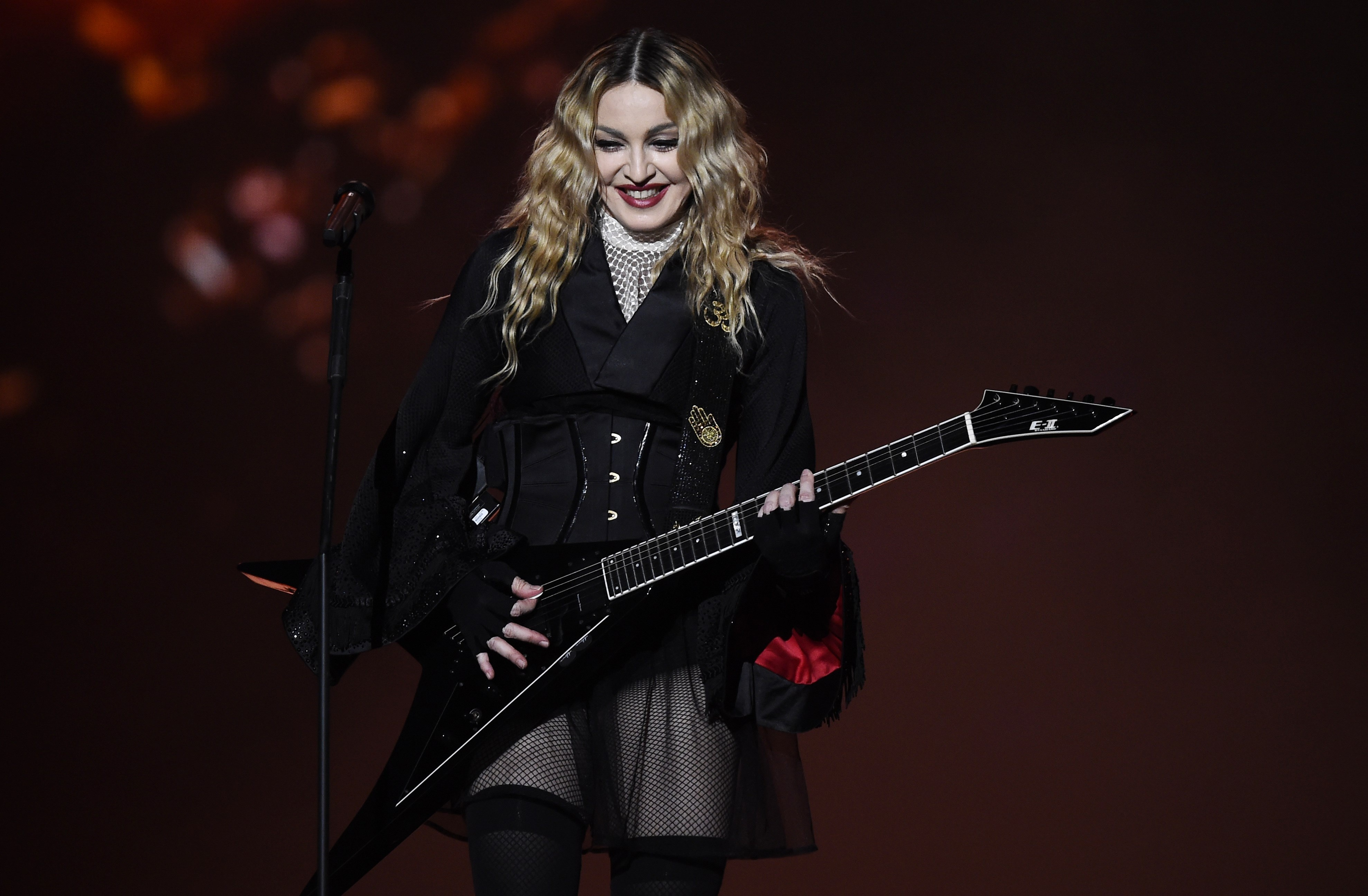 madonna_performs_on_stage_duri