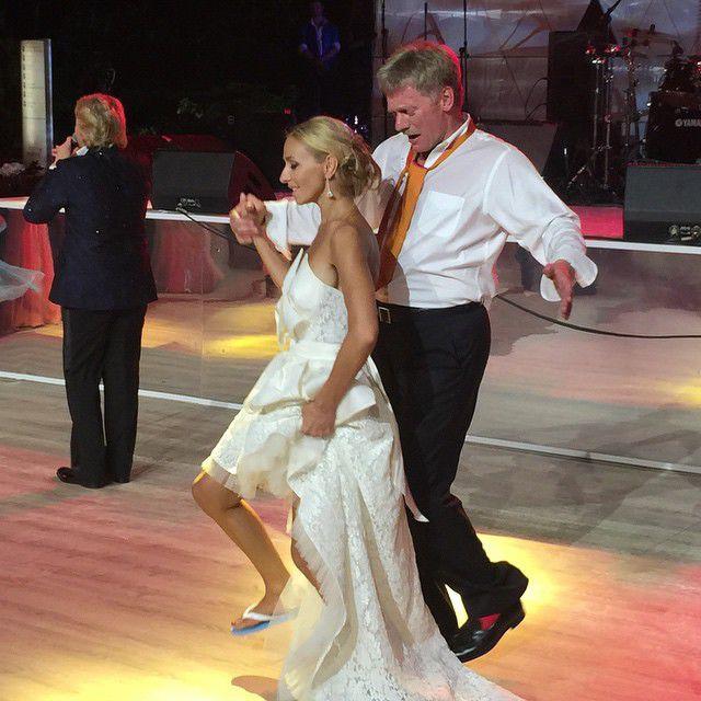 Невесте наспускали по кругу фото 431-322