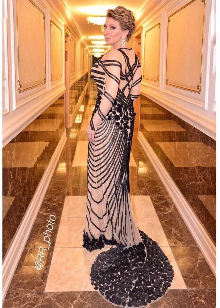 Прозрачные платья телеведущих фото 3 фотография