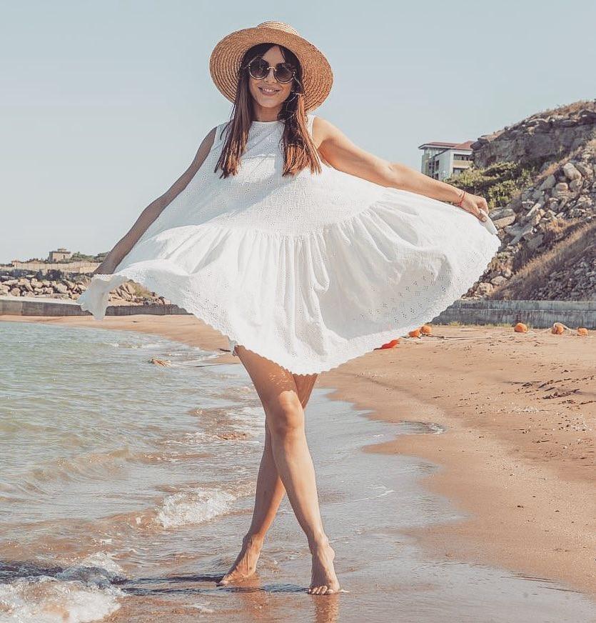У Ани Лорак взлетело платье на пляже в Турции - Звездные ...