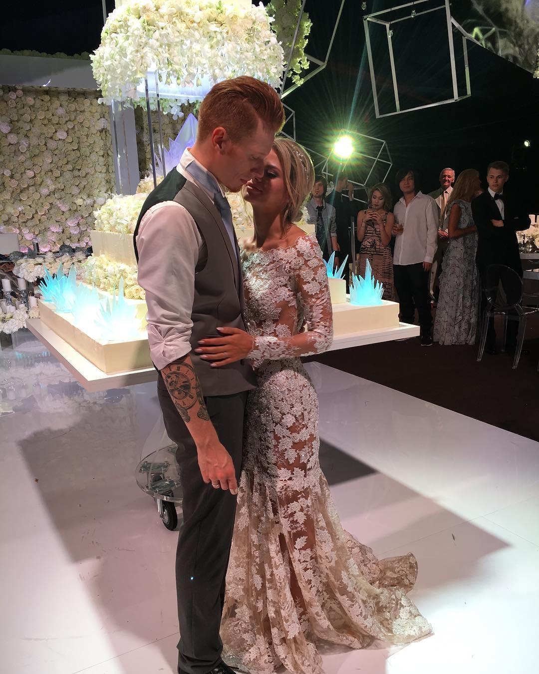 фото звезд со свадьбы никиты преснякова можете купить дачный