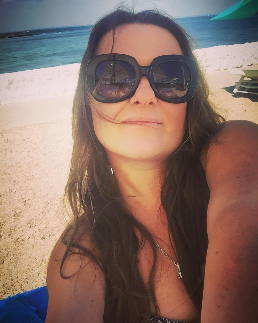 2_341 Наталья Могилевская в Одессе селфится на пляже
