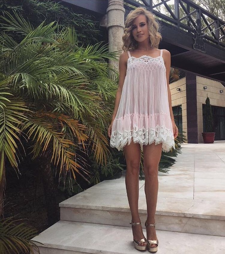 Прозрачное платье в городе