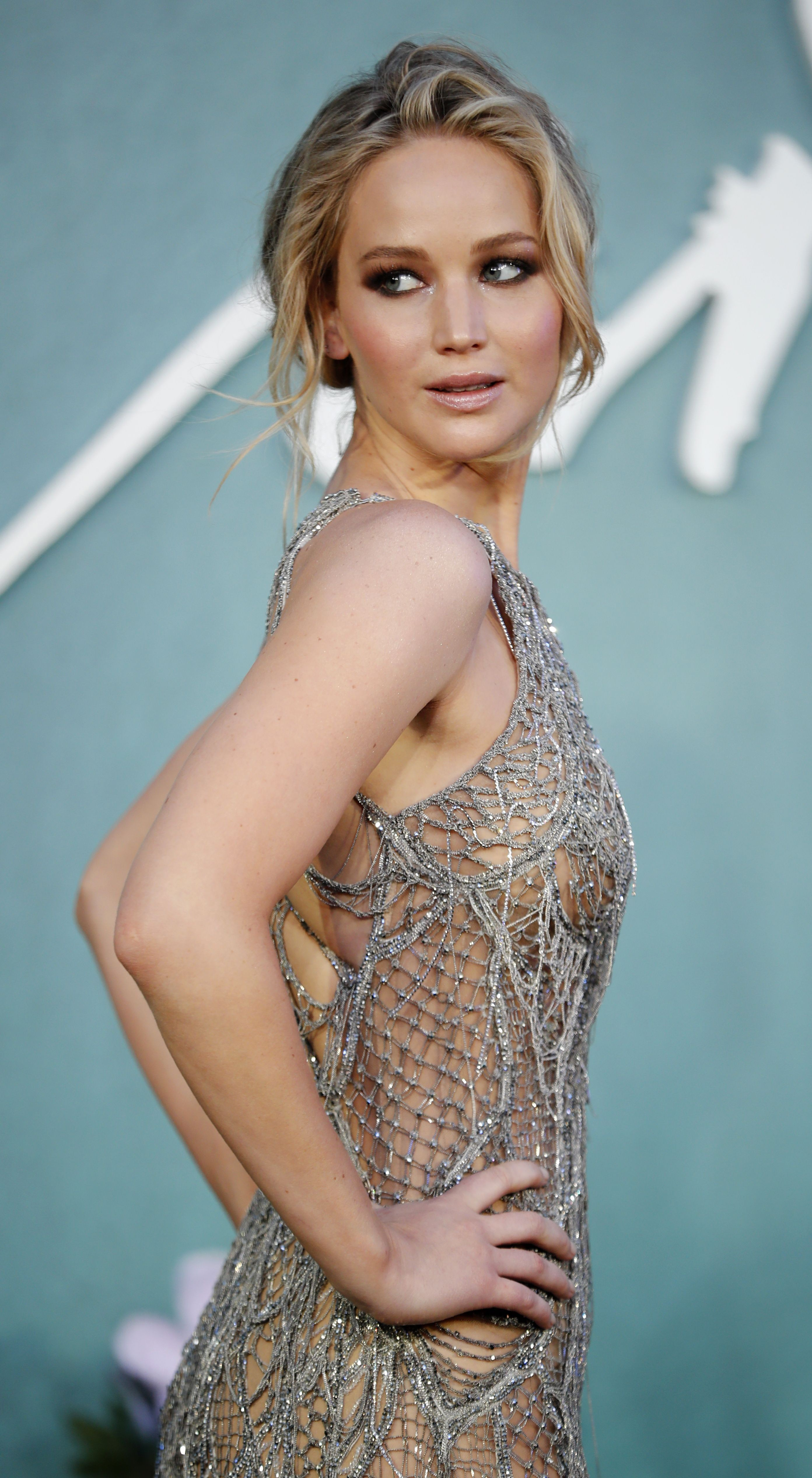 jennifer_lawrence_pos2