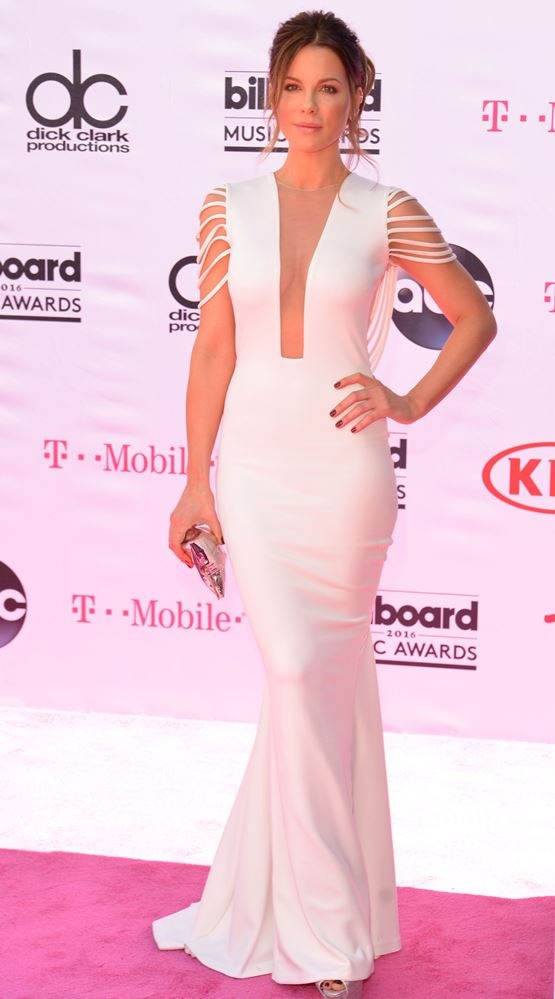 kate_beckinsale_attends_the_2016_billboard_music_awards_at_the_t-mob1