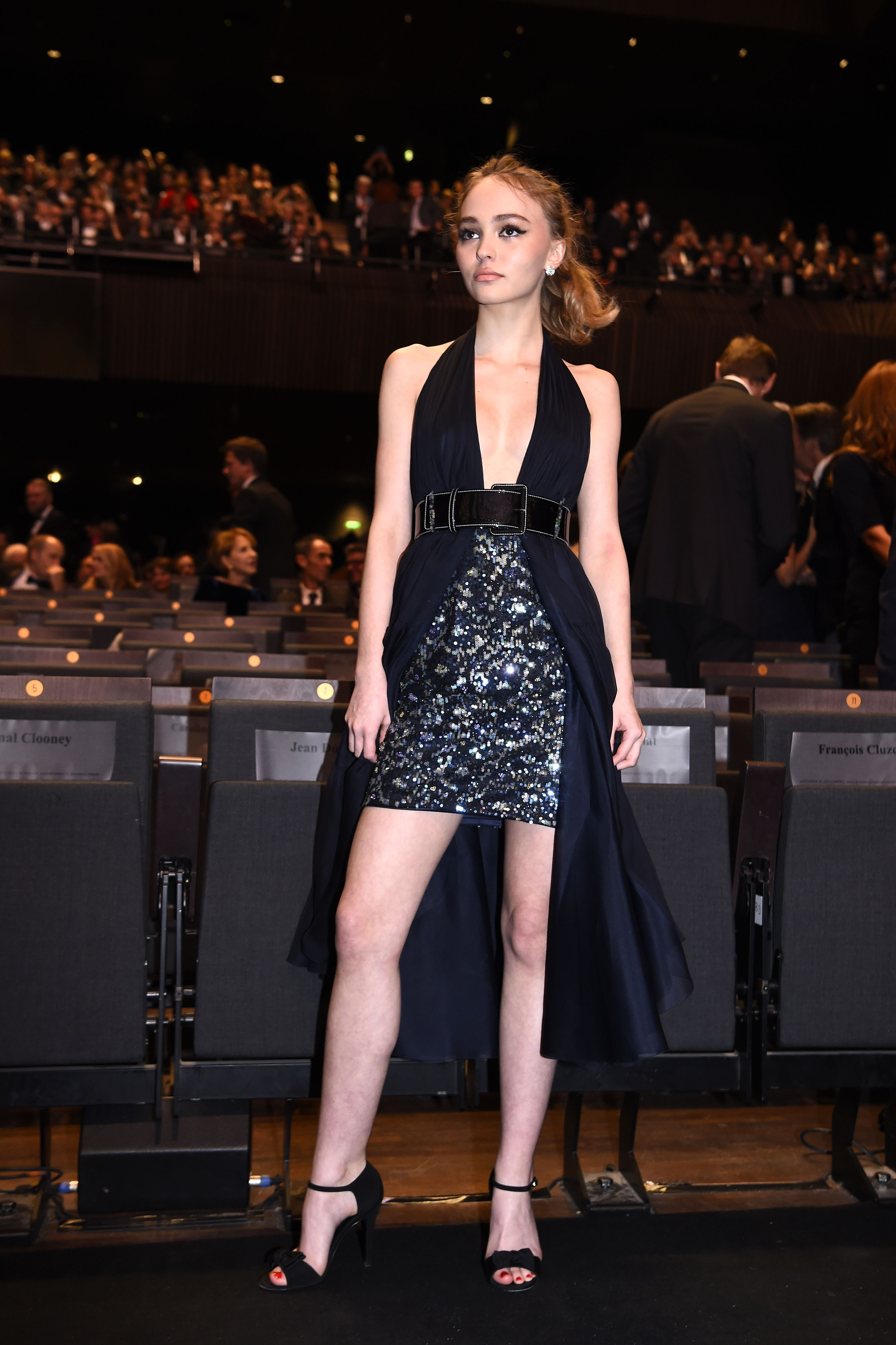 lily-rose_depp_poses_as
