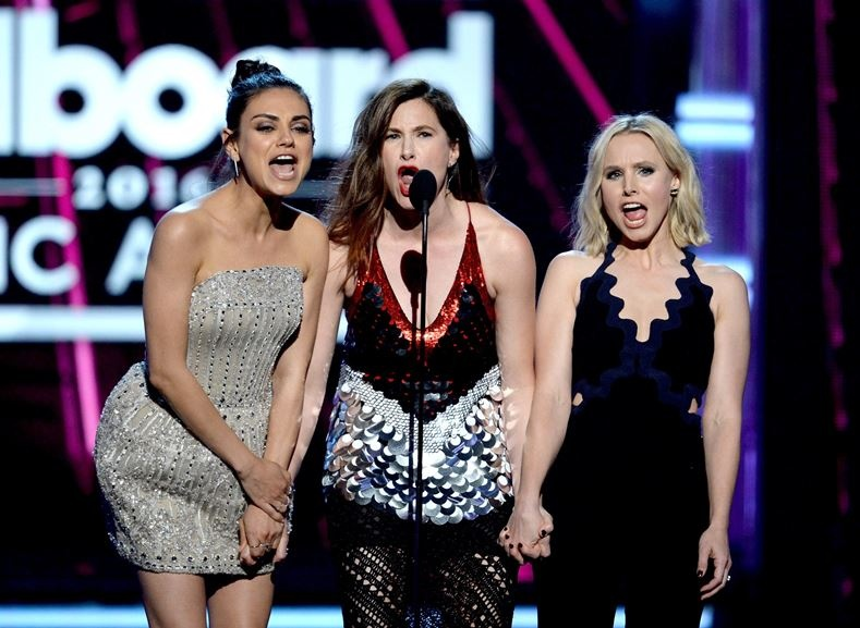mila_kunis_attend_the_2016_billboard_music_awards_at_t-mobile3