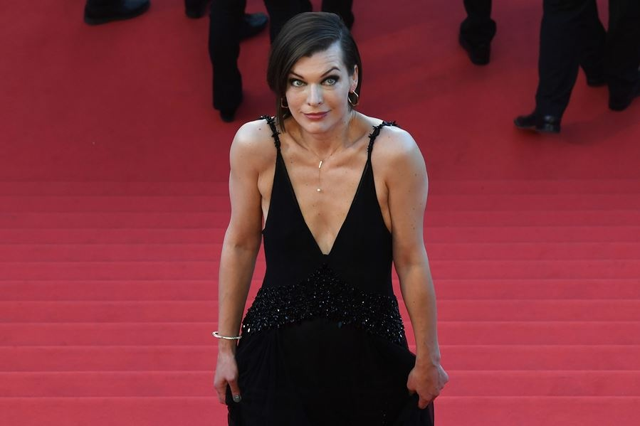 milla_jovovich_arrives_on_may_20_2016_for_the_screening_of_the_film